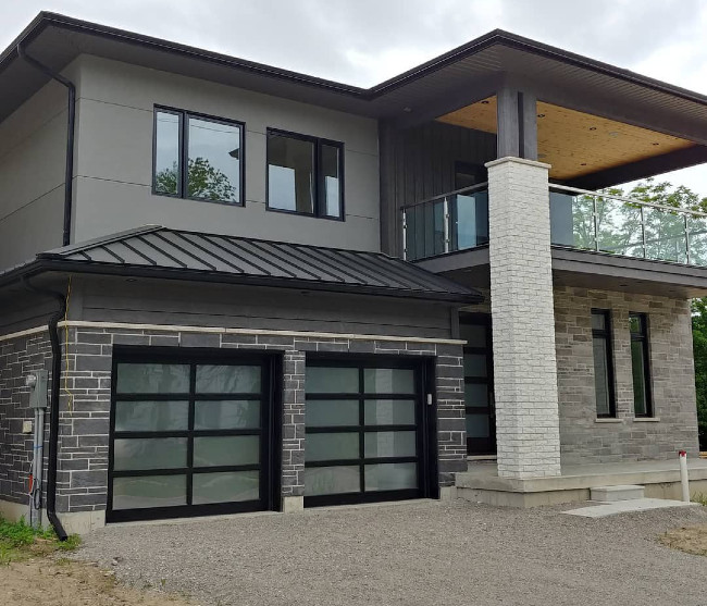 Dark Gray Stucco With Many Modern Elements