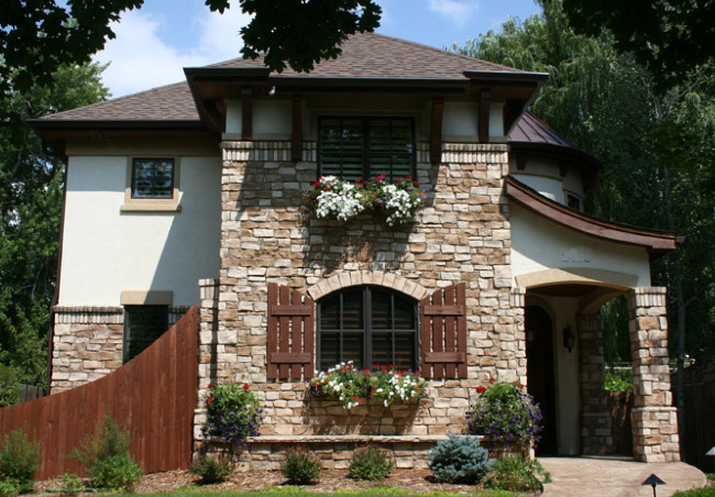 Another Lighter Colored Stucco With Lighter Brown Stones