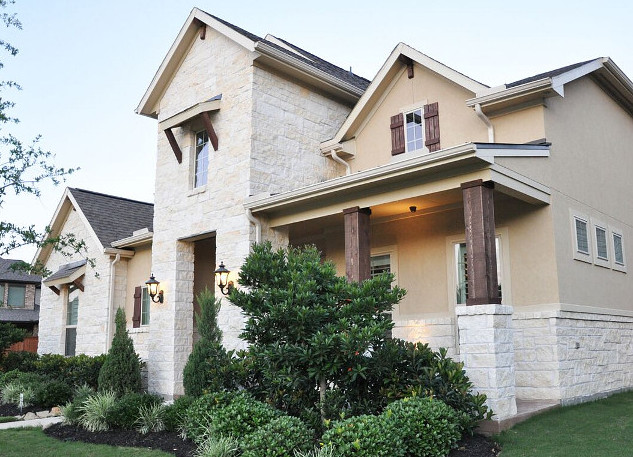 Light Cream Colored Stucco With White Rock Work